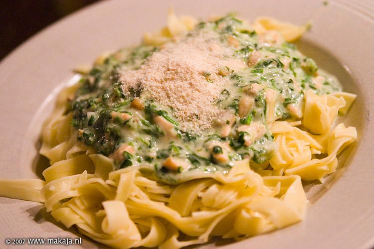 Bekend kokend water » Blog Archive » Pasta met zalm en spinazieroomsaus &YK08